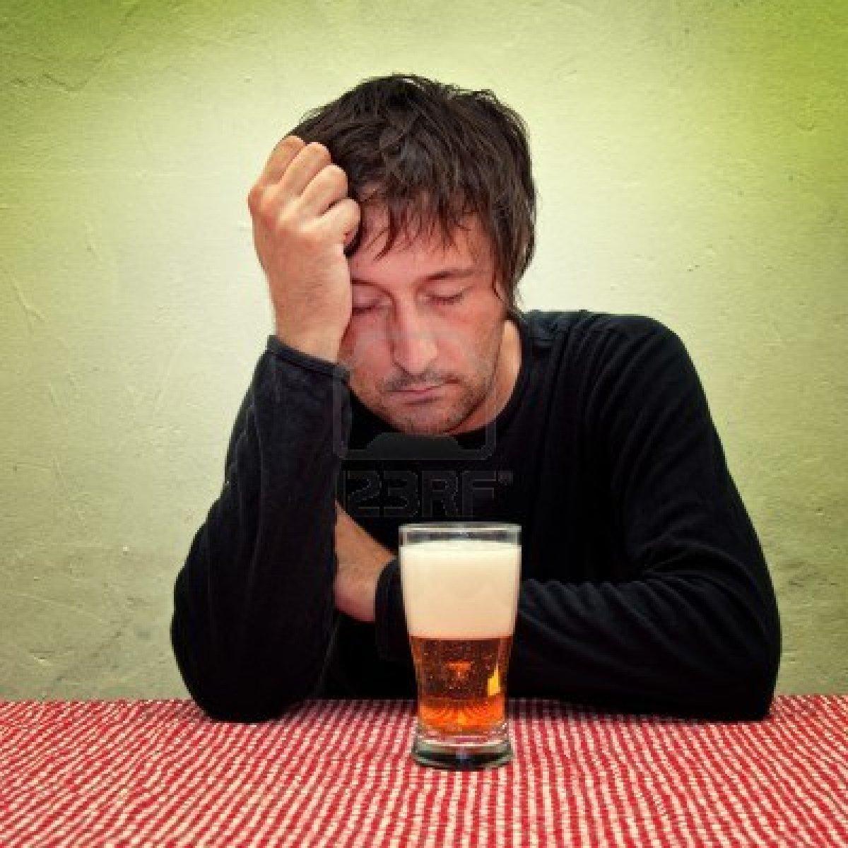 Un homme ivre saoul rentre dans le mauvais appartement et - Amour entre femme et homme dans le lit ...