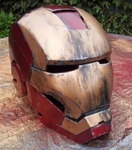 une-fois-entierement-peint-en-rouge-et-or-le-casque-de-ce-costume-d-iron-man-ressemble-au-vrai_123387_w460
