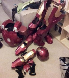 voici-la-totalite-des-parties-du-costume-d-iron-man-entierement-fabrique-a-la-maison_123389_w460