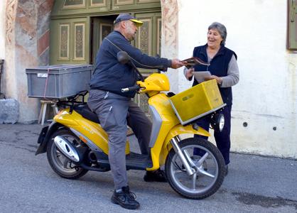 un postier vole 90 000 euros les d pense et va se rendre la police. Black Bedroom Furniture Sets. Home Design Ideas