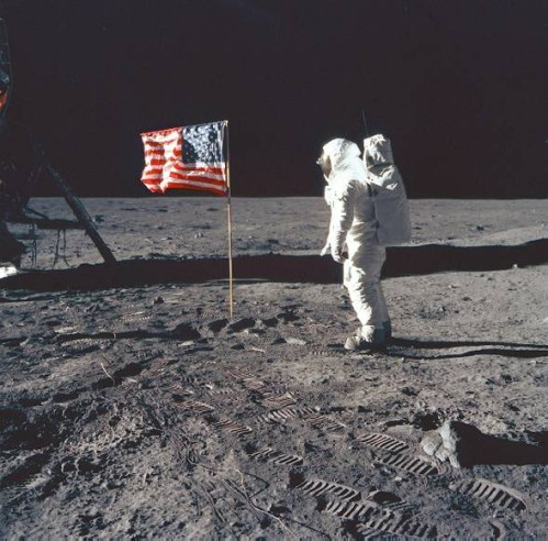 Neil-Armstrong-on-the-moon-Inkblood