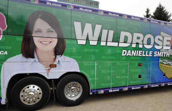 danielle smith sur un bus