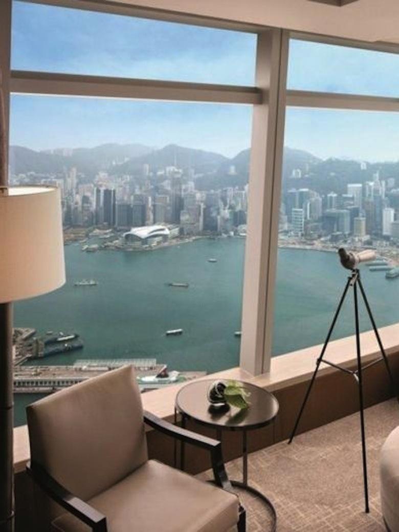 et-la-vue-sur-le-port-de-Hong-Kong_exact780x1040_p