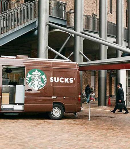 une-fois-les-portes-de-cette-camionnette-ouvertes-starbucks-devient-sucks_131829_w460