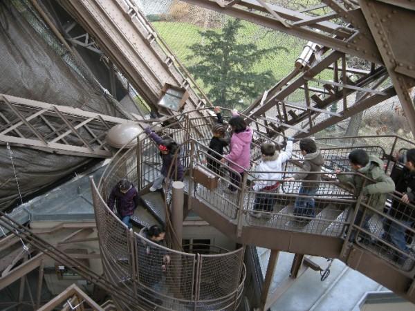 Combien d escalier a la tour eiffel 28 images for Combien de tour de teflon