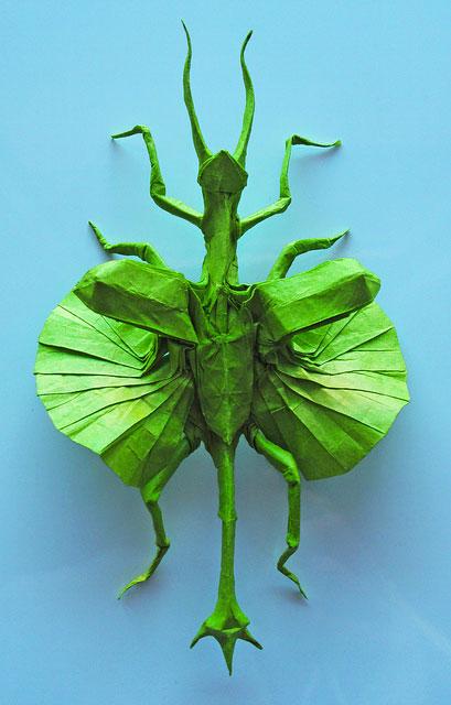 des-feuilles-de-papier-se-metamorphosent-en-magnifiques-animaux-grace-a-des-origamis23