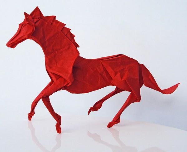 des-feuilles-de-papier-se-metamorphosent-en-magnifiques-animaux-grace-a-des-origamis5