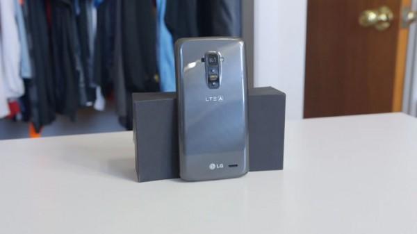 lg-g-flex-le-smartphone-revolutionnaire-qui-se-repare-tout-seul1
