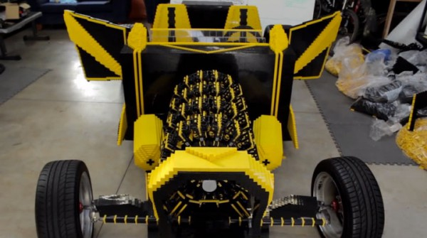 d couvrez la premi re voiture lego qui fonctionne l 39 air. Black Bedroom Furniture Sets. Home Design Ideas