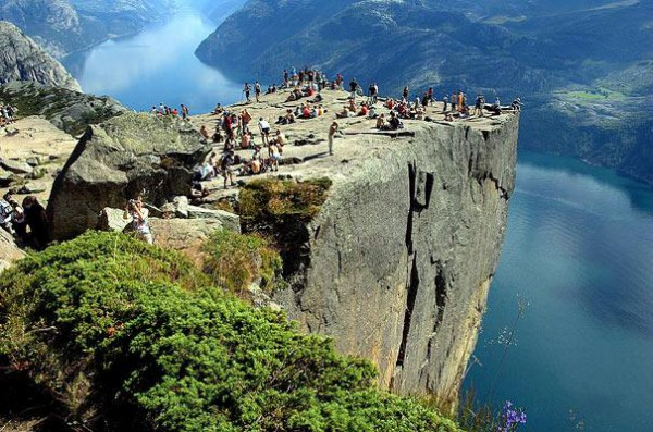 amazing-places-preikestolen-1