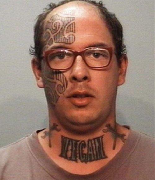 Que pensez-vous des tatouages? Des gens tatouées? Vous mêmes tatoués? - Page 2 Cette-serie-de-tatouages-faciaux-completement-dejantes-en-dit-long-sur-ces-personnes22