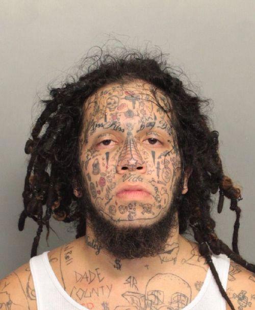 cette-serie-de-tatouages-faciaux-completement-dejantes-en-dit-long-sur-ces-personnes25