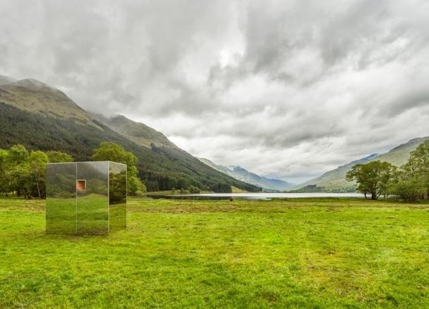 Ils cr ent une cabane invisible qui se fond dans le d cor for Architecture qui se fond dans le paysage