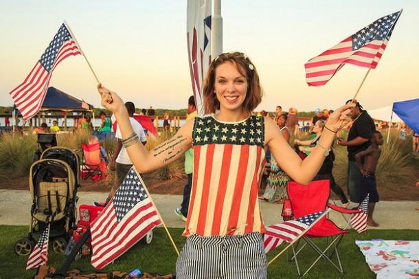1)La fête nationale : aux Etats-Unis, on ne se contente pas d'un petit feu d'artifice et d'un défilé que tout le monde regardera à la tv parce que, de toute manière, il n'y a rien d'autre à faire. Là-bas, tout le monde s'amuse, fait un bbq et célèbre ça dignement !