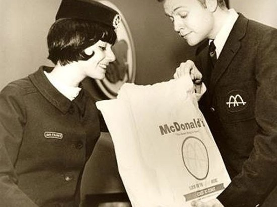 En 1968 des hamburgers McDonald étaient envoyés par pont aérien des États-Unis pour les athlètes olympiques Français.