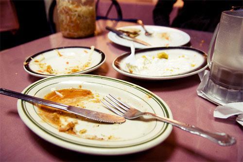 restaurant-waitress-fails-23