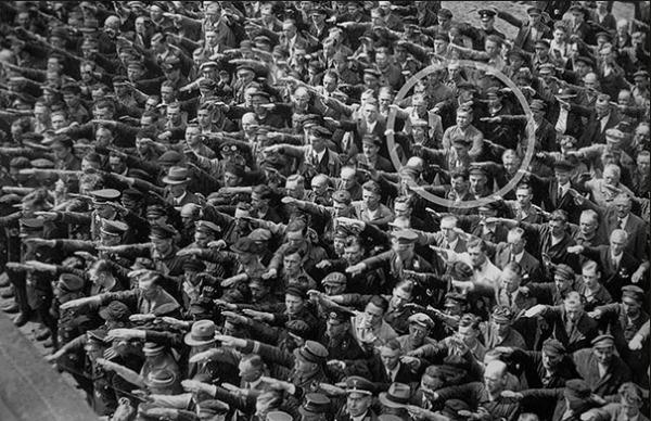 Il refuse de faire le salut nazi (1936)