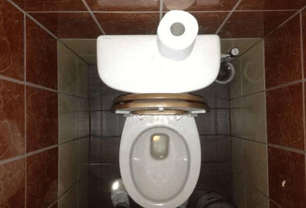 quand vous allez d couvrir par quoi les toilettes de cette femme taient bouch s vous n 39 allez. Black Bedroom Furniture Sets. Home Design Ideas