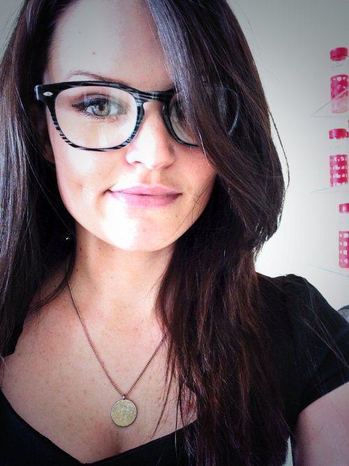 10 choses qu entendent forcément toutes les filles à lunettes 2cc3519f8205
