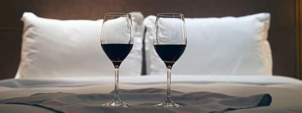 incroyable mais vrai boire du vin au lit pourrait bien. Black Bedroom Furniture Sets. Home Design Ideas