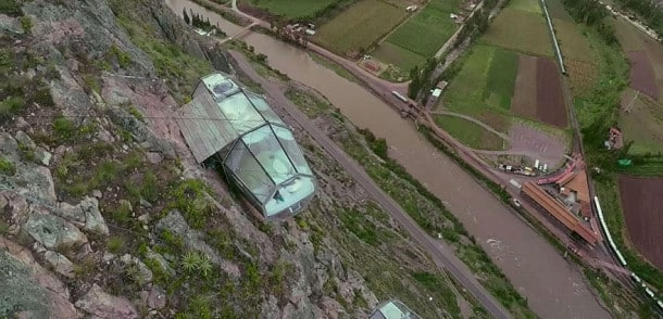 scary-see-through-suspended-pod-hotel-peru-sacred-valley-6- montagne