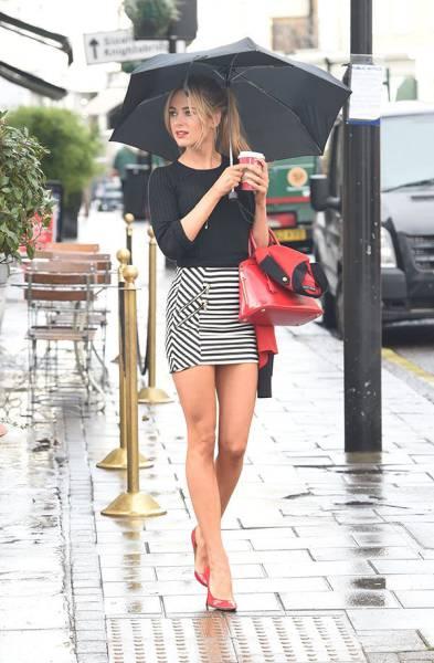 Photos des jambes de femmes dans la rue - Exhibition et