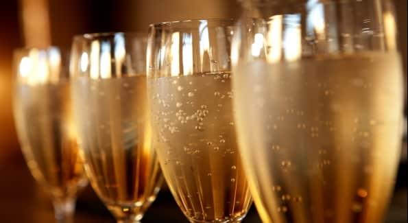 Quelle est la vraie astuce pour conserver les bulles d 39 une - Une coupe de champagne ...