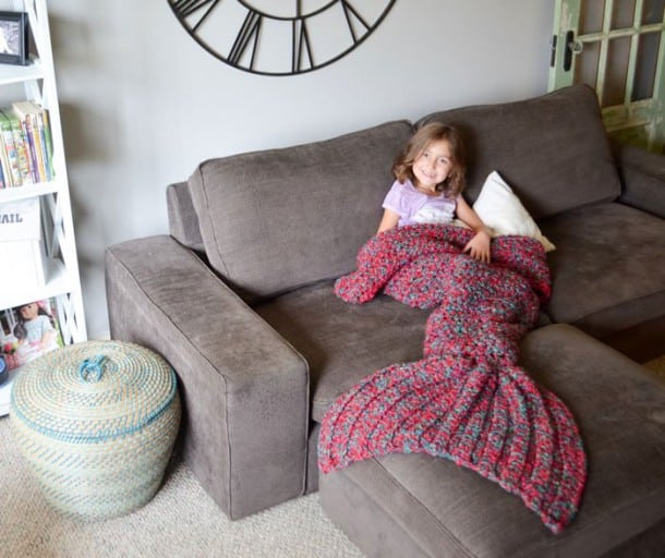 une couverture bien chaude pour les petites sir nes frileuses. Black Bedroom Furniture Sets. Home Design Ideas