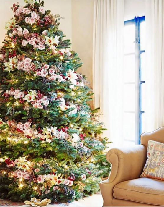Idee Deco sapin guirlande : Un sapin fleuri pour Noël !