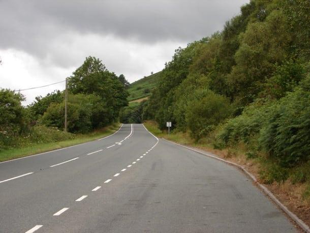 A44, Angleterre - Tant d'accidents y ont eu lieu que le gouvernement a dû intervenir avec des mesures spéciales.