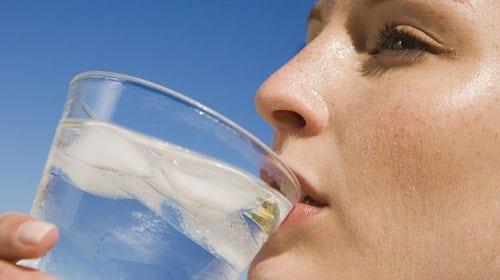S'hydrater pour perdre du poids