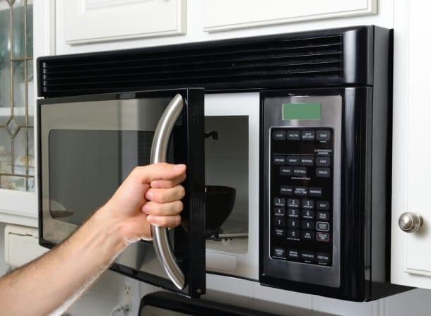 10 fa ons surprenantes d 39 utiliser le vinaigre dans votre maison on parie que vous ne - Vinaigre machine a laver ...
