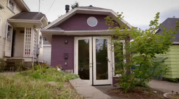 il transforme son garage en un endroit super cosy pour y loger sa belle m re vid o. Black Bedroom Furniture Sets. Home Design Ideas