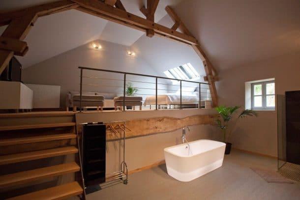 10 salles de bains en chambres d 39 h tes qui vont vous faire r ver d 39 un bon bain chaud. Black Bedroom Furniture Sets. Home Design Ideas