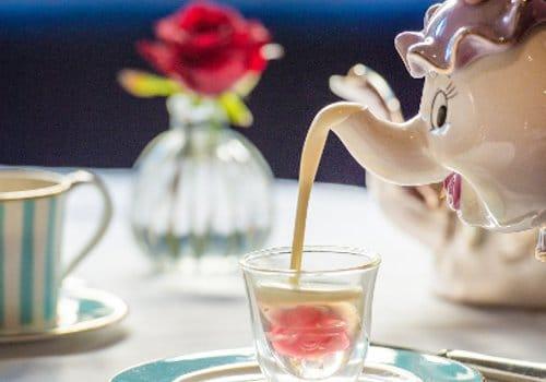 Salon de thé londonien : la belle et la bête