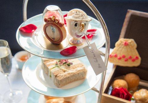 Salon de thé dédié à l'univers du film Disney La Belle et la Bête