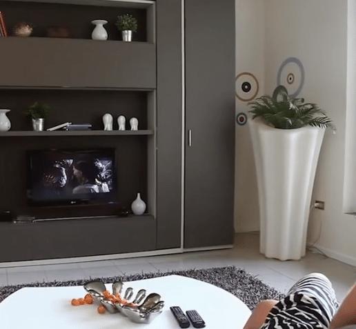 vous vivez dans un appartement exigu ces meubles intelligents vont vous surprendre vid o. Black Bedroom Furniture Sets. Home Design Ideas