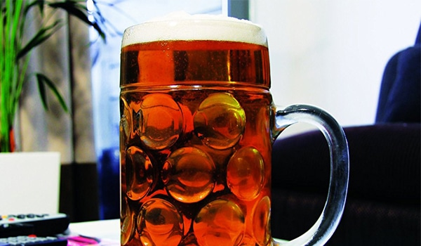 Enorme la pinte de bi re g ante pour les vrais bois sans soif - Pinte de biere en ml ...