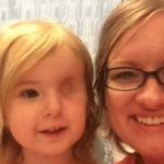 elle perd son oeil a cause d un cancerfille qui n a qu un oeil a cause d un cancerfillette n a qu un oeil elle recoit un cadeaufille borgne cancer
