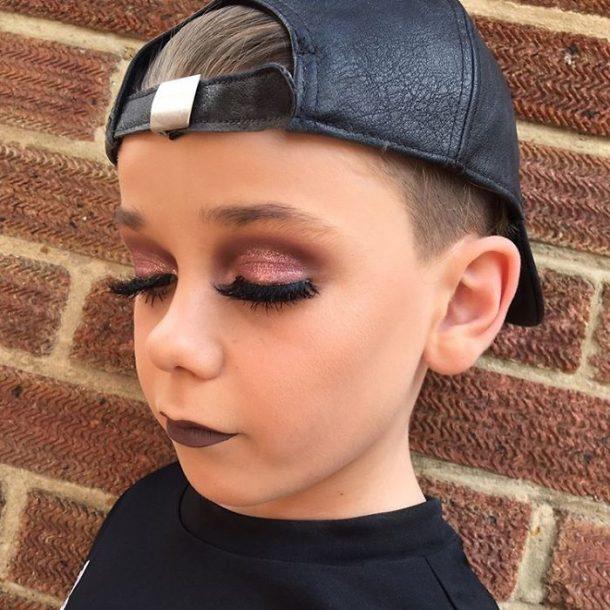 Ce Petit Gar 231 On De 10 Ans Pratique L Art Du Maquillage