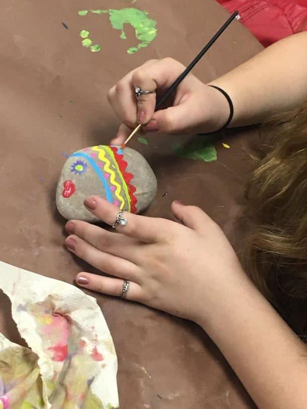 peindre un caillou