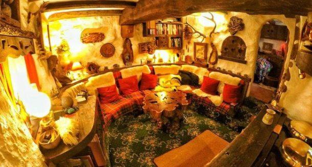 un fan cossais du seigneur des anneaux reproduit la maison du hobbit. Black Bedroom Furniture Sets. Home Design Ideas