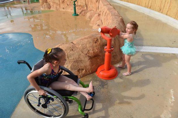 parc aquatique prevu pour les enfants atteints d'un handicap