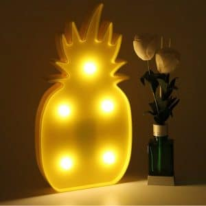 frais la lampe ananas led qui va vous donner faim. Black Bedroom Furniture Sets. Home Design Ideas