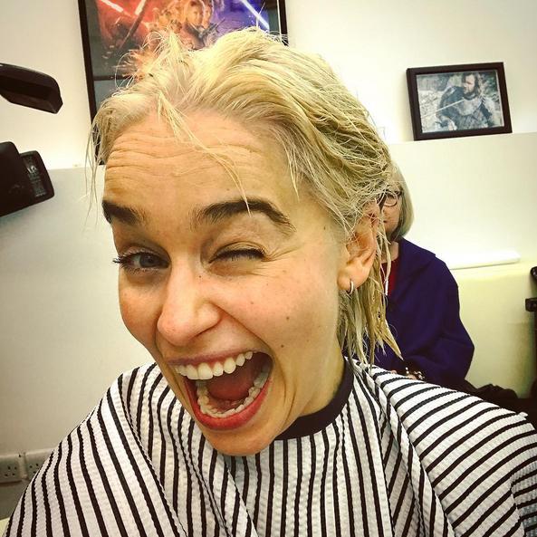 Pour la saison 8, Emilia Clarke laisse tomber la perruque — Game of Thrones