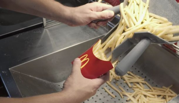 L'astuce qu'utilisent les employés de McDonald's pour vous servir moins de frites