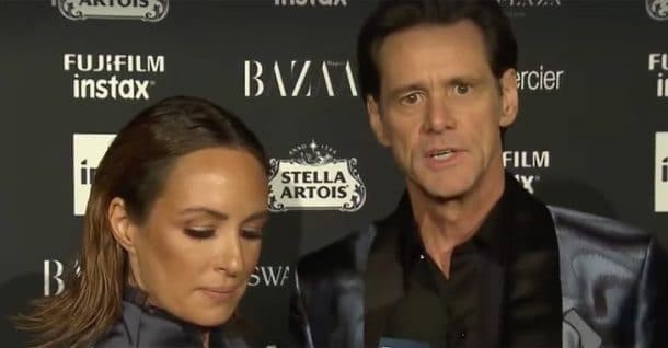 Jim Carrey donne une étrange interview pendant la Fashion Week
