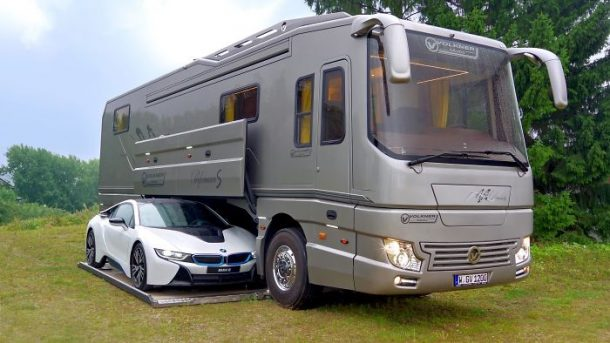 ce camping car de luxe co te 1 4 millions d euros. Black Bedroom Furniture Sets. Home Design Ideas