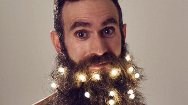 Voici les plus belles barbes de no l la tendance des f tes pour tous les hipsters - Boule de noel pour barbe ...