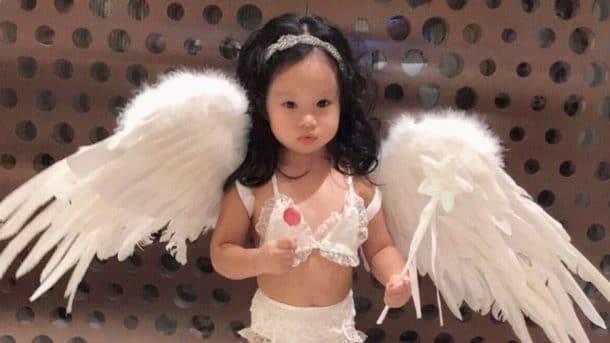 Elle déguise sa fille de 2 ans en ange de Victoria's Secret